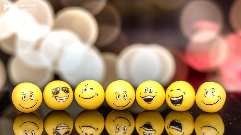 笑不一定是開心,哭不一定是難過,年輕人的表達為什麼離不開表情包? | 人人都是產品經理